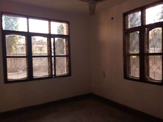 5 Bdrm House at Mikochen a $800pm with Big compound image 9