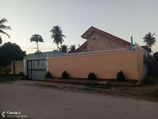 4bed house at mikocheni warioba tshs 1300000 image 7