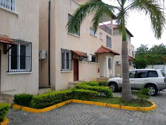 4 Bedrooms Executive Furnished Villa Houses in Oysterbay