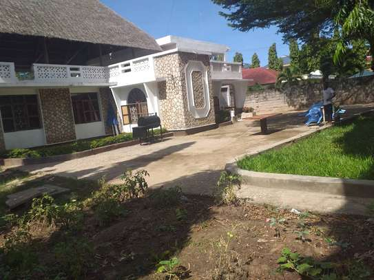 5 bed room house in the compound for rent at mikocheni kwa warioba image 6