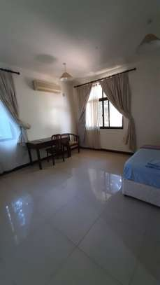4 Bedrooms Villas For Rent In Ousterbay image 2