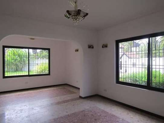 8 Bedrooms Bungalow House for Residential / Commercial Uses in off Oysterbay Ada Estate image 4
