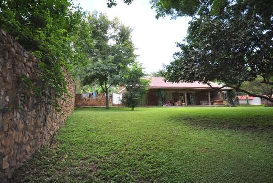 3 bed room house in 5acre for sale at usa river arusha $550000 image 2