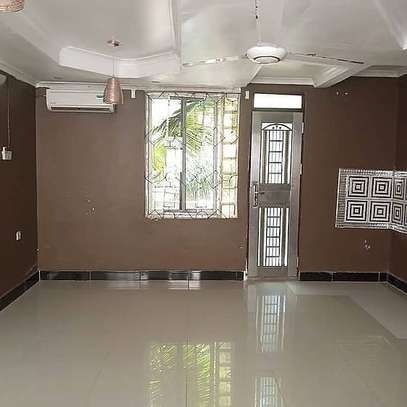 Three  bedrooms apartment for rent image 7