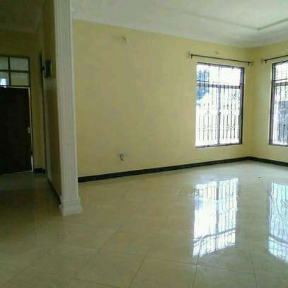 6 Bedroom House For Rent image 3