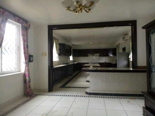 Nice 4bedroom house with a pool in Ada estate to let. image 5