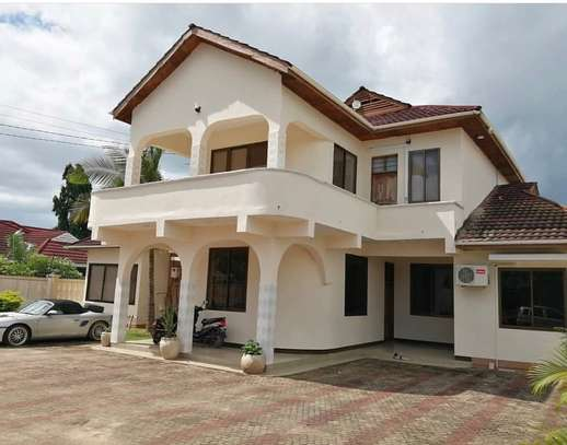 5bed house at mbezi beach 1000sqm image 5