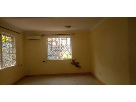3bed house along main rd at regent estate good for office image 12