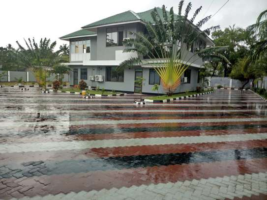 8bed house  at mikocheni a near main rd with big compound image 1