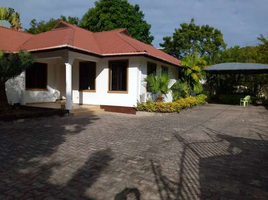 3 bed room villa house for rent at oyster bay image 2