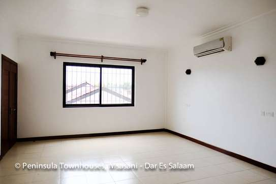 3 Bedrooms Townhouse With Sea View in Msasani image 11