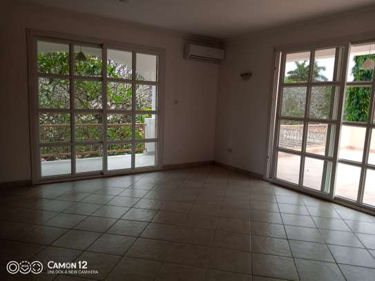 4bdrm villa house for rent in oyster bay image 4