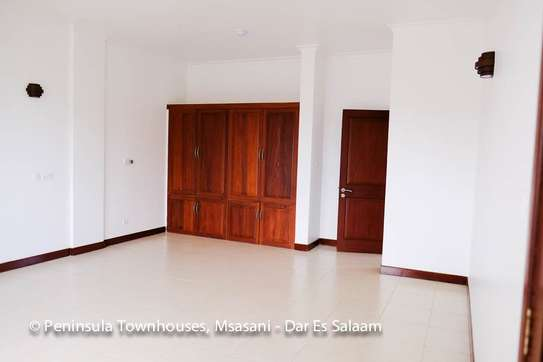 3 Bedrooms Townhouse With Sea View in Msasani image 9