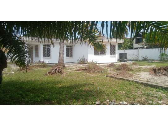 4bed house  wit big compound at mikocheni a $800pm i deal for office image 3