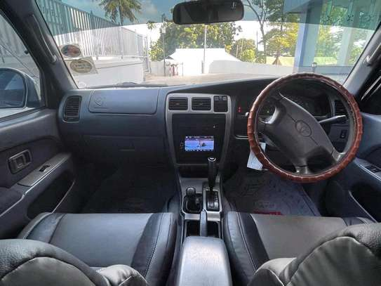 2000 Toyota Hilux Surf image 6