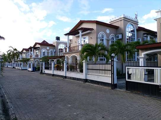Villa for rent and sale five Bedroom and 3 bedroom image 2
