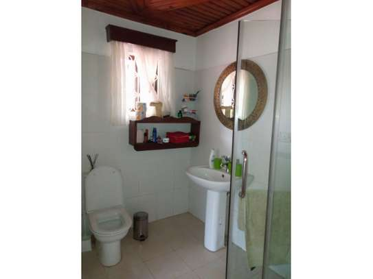 4bed house in the compound at msasani $800pm image 13