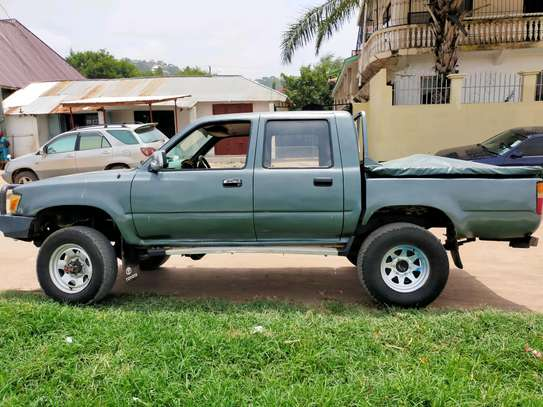 1999 Toyota Hilux image 2