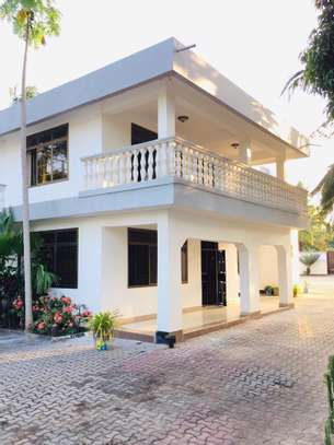 7 bedroom house for sale at mikocheni Ovacado image 5
