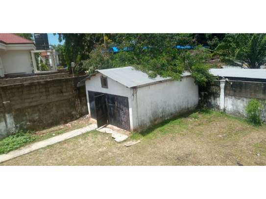4bed house with small godown in big compound at ada estate image 9