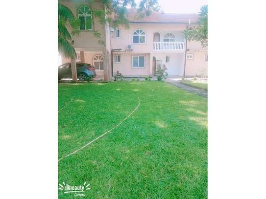 5 bed room house for rent $1500pm at mikocheni image 2