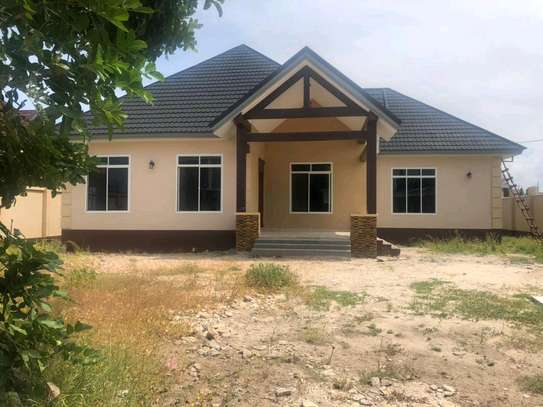 3BEDROOMS HOUSE 4SALE AT BAHARI BEACH image 1