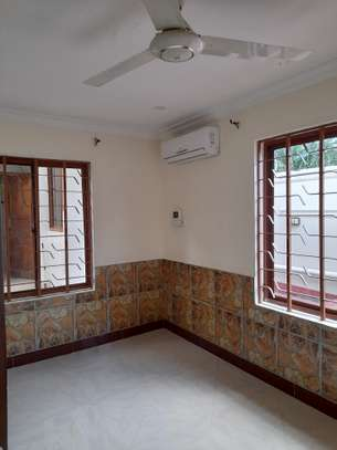 3bedroom standalone house to let in Mikocheni image 8