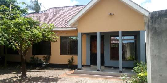 new 3BED HOUSE AT KIGAMBONI KIBADA TSH 50MLnear main rd image 2