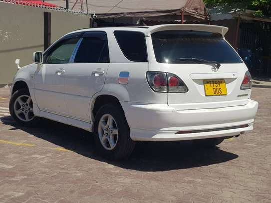 2003 Toyota Harrier image 3