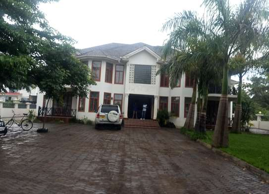 A NICE 3BEDROOMS APPARTMENT AT NJIRO BY PASS image 1