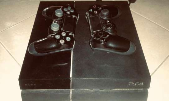 PS4 2 Controllers