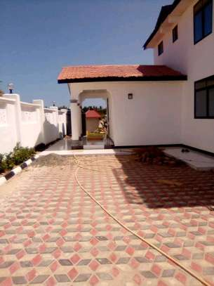 New  House for Rent in Bahari Beach. image 3