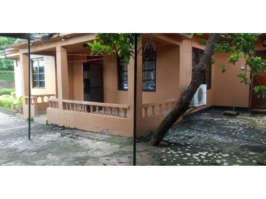3 bed room all ensuet for rent tsh 800000 at mbezi beach rain ball image 9