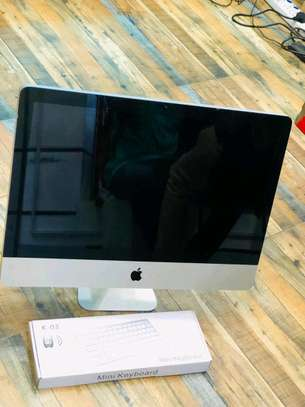 iMac core i3 in clean condition image 1