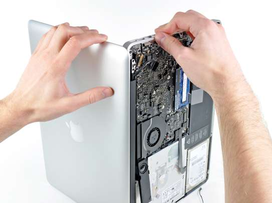 Specialist Apple Mac repair Technician image 1