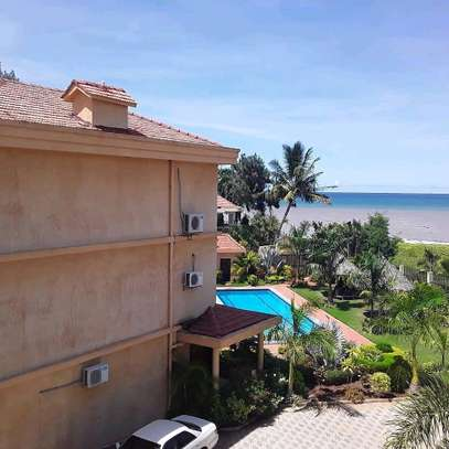 3BEDROOMS FULLYFURNISHED VILLA APARTMENTS 4RENT  AT MBEZI BEACH image 9