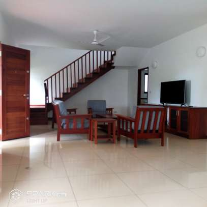 4Bedroom Villa to Let in Oysterbay image 2