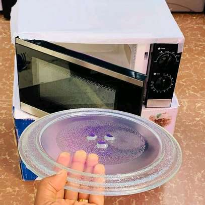 Lyons microwave Oven 20L... 250,000/= image 2