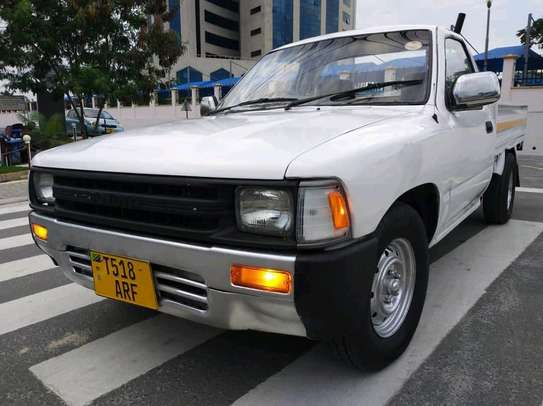 1989 Toyota pick-up image 1