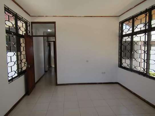 5 Bedrooms Bungalow House for Office / Commercial / Residential Uses in Masaki image 8