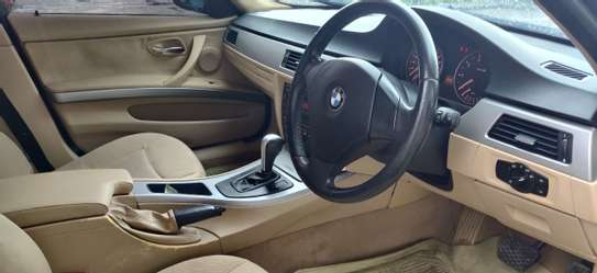 2005 BMW 3 Series image 2