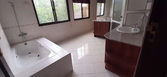 4 Bedrooms Large Bright House For Rent in Oyster bay image 14