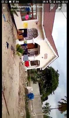 3bed room house for sale at bagamoyo TSH 160million image 3