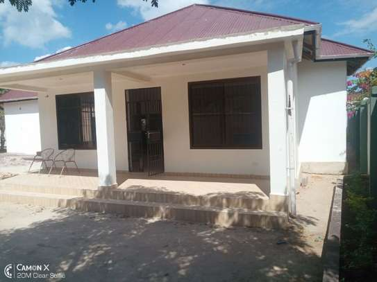 2Bedroom House at Oysterbay $1000pm image 5