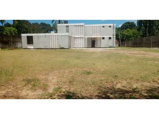 4bed house with small godown in big compound at ada estate image 2