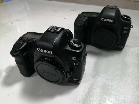 Canon EOS 5D Mark II Full Frame DSLR Camera (Body Only). Ni used body from abroad