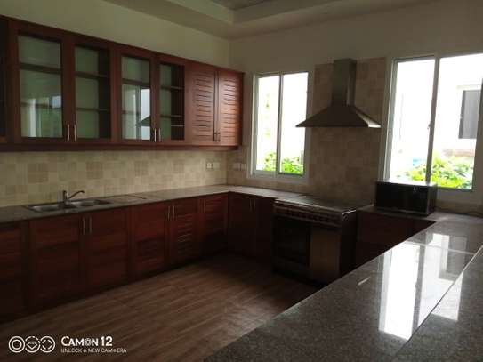 4bedroom Luxury town house to let in oyster bay image 2
