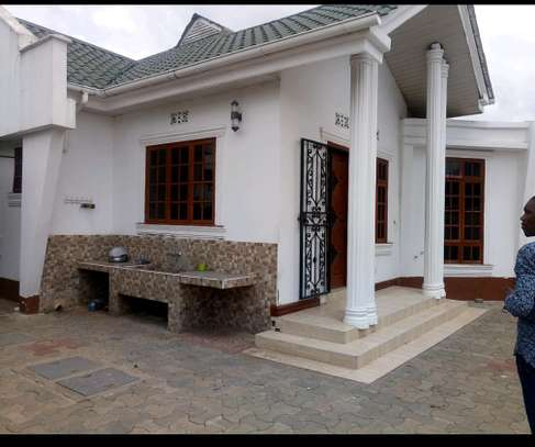 4BEDROOMS HOUSE FOR SALE IN BURKA AREA-ARUSHA. image 2