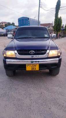 2003 Toyota Hilux image 2