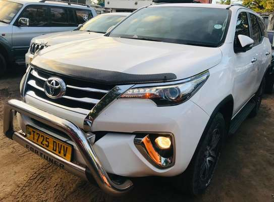 2018 Toyota Fortuner image 4